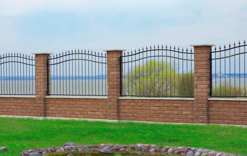 Заборы из блоков с колотой фактурой, без ленточного фундамента, город Рязань
